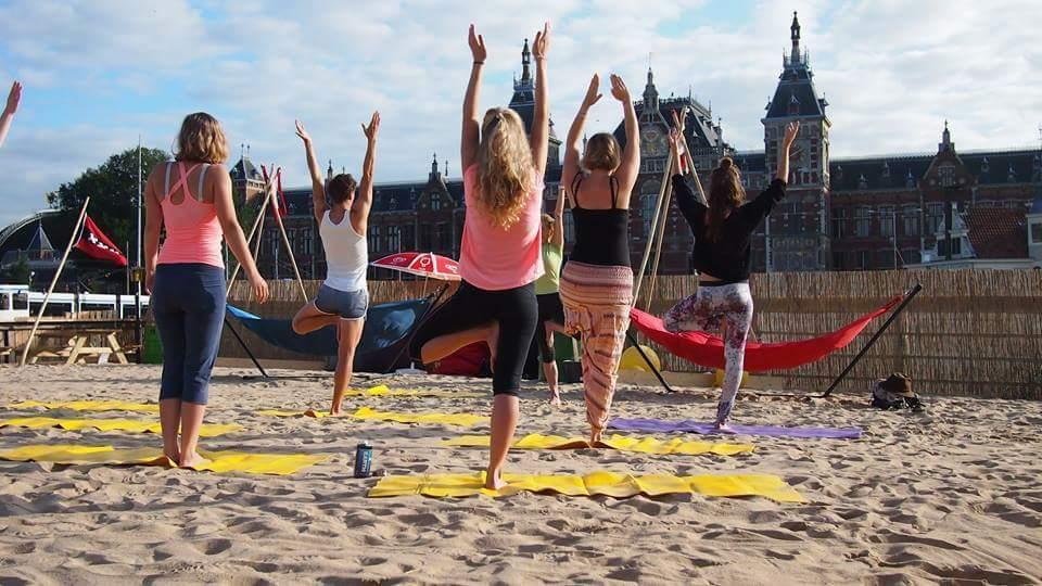 IJ-hal Amsterdam Amsterdam Yoga door Urban Space Agency
